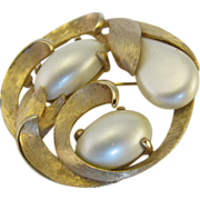 Kramer Circle Swirl Brooch with three large glass pearls