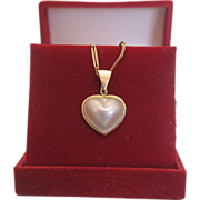 Cultured pearl heart pendant set in 14k yellow gold, ca. 1970