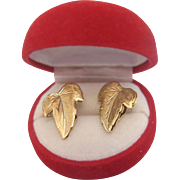 Ear clips in the shape of a leaf, 18 k yellow gold, ca. 1960
