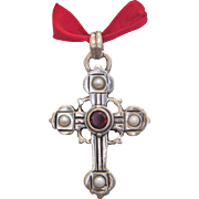 Victorian silver cross pendant with a Garnet and pearls, 19th century