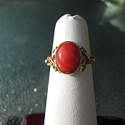9kt Yellow Gold Oval Coral Ladies RIng