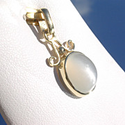 14kt Grey Silky Luster Oval Moonstone Pendant