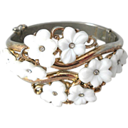 Trifari poured glass flower white bracelet