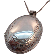 REDUCED Vintage Hallmarked 925 Sterling Silver Etched Locket Pendant and Chain