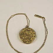1908 9ct Yellow Gold Locket Pendant Necklace