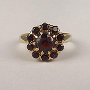1960 9ct Yellow Gold Garnet Cluster Ring UK Size K+ US 5 ½