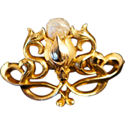 Beautiful Antique Victorian Brooch in 14k Yellow Gold with a Natural Pearl