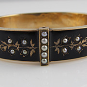 Hinged Victorian Bangle Bracelet of 14 Karat Yellow Gold and Enamel with Natural Pearls