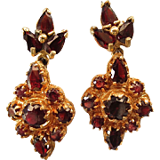 Elegant Vintage 14K Yellow Gold Garnet Etruscan Screw Back Earrings
