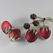 Sarah Coventry Strawberry Festival Rhinestone Brooch Pin Earrings Demi Parure Set