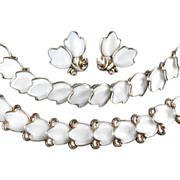 Trifari Dogwood Molded Glass Necklace Bracelet Earrings Parure Set
