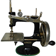 SALE 1936 Singer Model 20 Child's Sewing Machine