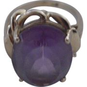 Vintage Lilac Amethyst Ring set in Thick Ribboned 14kt Gold
