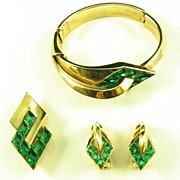 Trifari Set by Alfred Philippe with Emerald Stones and Swooping Gold Bar