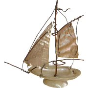 Pretty shell sailing boat etui