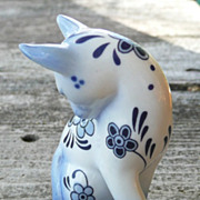 Curio Cabinet Cat - Delft Style - Franklin Mint - ca. 1986-88