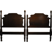 "Fine Antique Pair of Twin Mahogany Poster Beds by Richter of NY, 47""H"