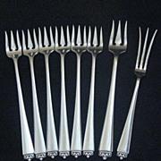 Reigning Beauty by Oneida Heirloom Cocktail/ Seafood forks (6) Lemon fork (1) Olive fork (1)