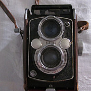 YashikaMat Copal MXV Twin Lens Reflex Camera, Leather Case