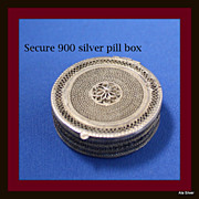 Pill box with tight closure in 900 silver