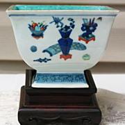 REDUCED Chinese Wucai porcelain brash pot Kangxi mark and period