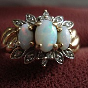 SALE Vintage 10kt Yellow Gold Opal and Diamond Ladies Ring