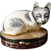 Estee Lauder Figural Contented Cat Cinnabar Perfume Compact Vintage