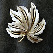 Costume Jewelry Superb Costume Brooch Pin Designer JJ Jonette  Vintage Heirloom