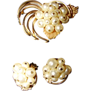 Costume ATTRIB Trifari Style   Gold tone Brooch Pin  Earring set