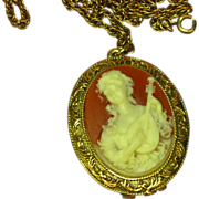Vintage Corday Solid Perfume Carved Cameo Locket Pendant Necklace