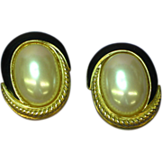 Richelieu 1980's Faux Mabe' Pearl Black Enamel Gold Tone Clip Earrings