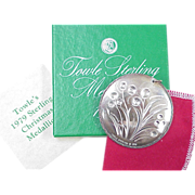 Towle 1978 Christmas Medallion ~ 8 Maids A Milking w/ Box