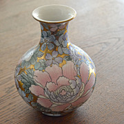 Vintage Oriental Vase Lots of Gold Macau