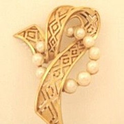 Crown Trifari Signed Curled Ribbon Brooch Pin Decorated with (10) Faux Pearls Satin Finish