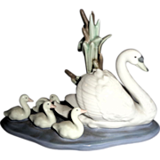 "Charming Lladro Porcelain Sculpture ""Follow Me"" - Mother Swan and Goslings - Retired"