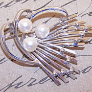 Adorable Silver Tone & Cultured Pearl Pin/Brooch!