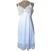Vintage White Van Raalte Slip with Gorgeous Lace