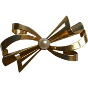 14k Bow Pin Cultured Pearl Carl Art Co