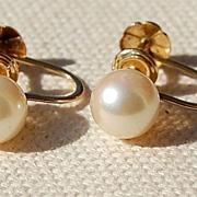 Vintage 14K Gold 7MM Pearl Screw Back Earrings