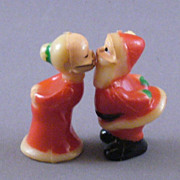 Vintage Mini Plastic Kissing Santa And Mrs. Claus