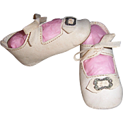 """Doll Shoes. Very Nice Antique German White Leather w Bows & Buckles 3 1/4"""" x ..."""