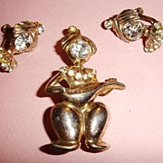 SALE 1940's Mandolin Playing Genie Brooch and Earrings