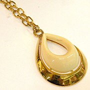 SALE 1970s Resin and Metal Ovoid Shaped Pendant Necklace