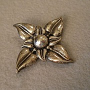 Cini Sterling Silver Brooch in Four-Pointed Leaf Design