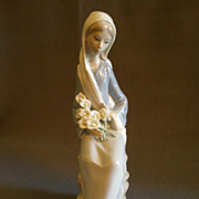 """SOLD Lladro """"Sitting Girl with Lilies"""" Porcelain Sculpture  #4972"""
