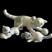 Metzler & Ortloff Porcelain Mother Cat w/Two Kittens Figurine Family