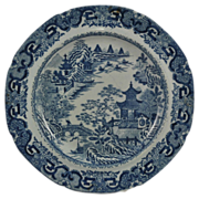 """Herculaneum Blue & White """"Flying Pennant"""" Chinoiserie Pearlware Plate c 1810"""