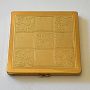 Vintage Lady's Easterling Powder Compact