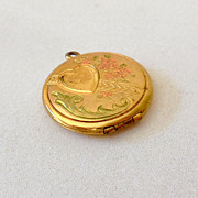 Lovely Vintage Gold Tone Locket With 4 Leaf Clover