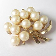 REDUCED Vintage Large Floral Faux Pearls Brooch Pin